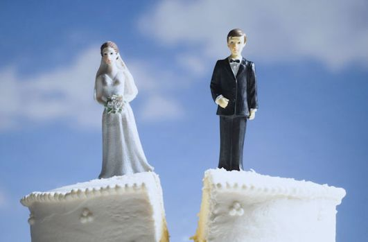 divorce-wedding-cake-closeup-GENERIC