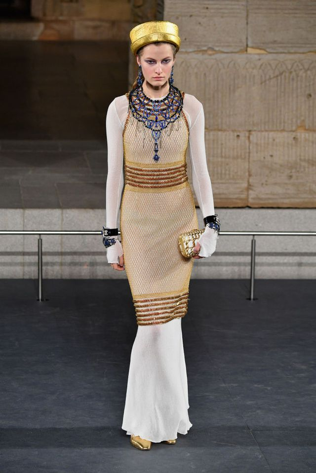 model-walks-the-runway-at-chanel-metiers-dart-2018-19-show-news-photo-1077437392-1544025884
