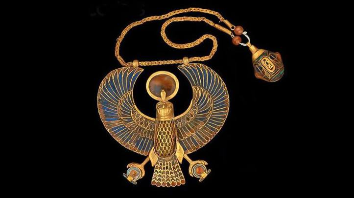 Necklace-with-falcon-pendant-Tutankhamun-The-Egyptian-Museum-Cairo